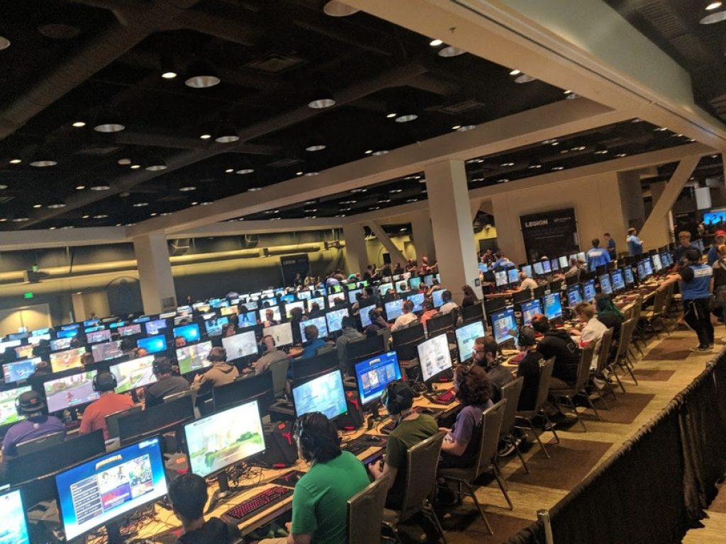 Picture of a large room full of gamers playing pc games